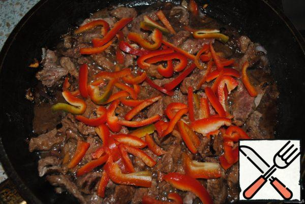 Cut the pepper into strips and add.