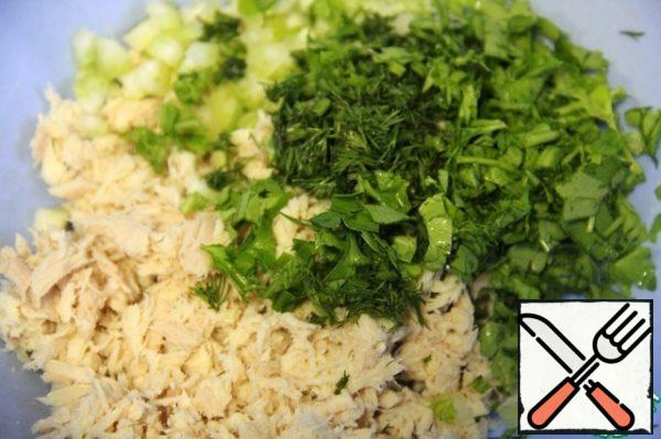 Combine beans, tuna, finely chopped parsley and dill.