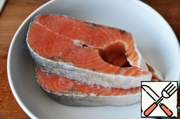 We take salmon steaks (salmon, trout). I have a chum.