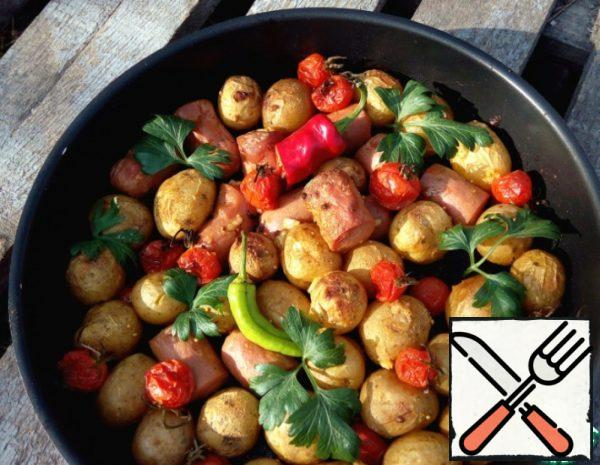 Potatoes baked with Tomatoes and Sausages Recipe