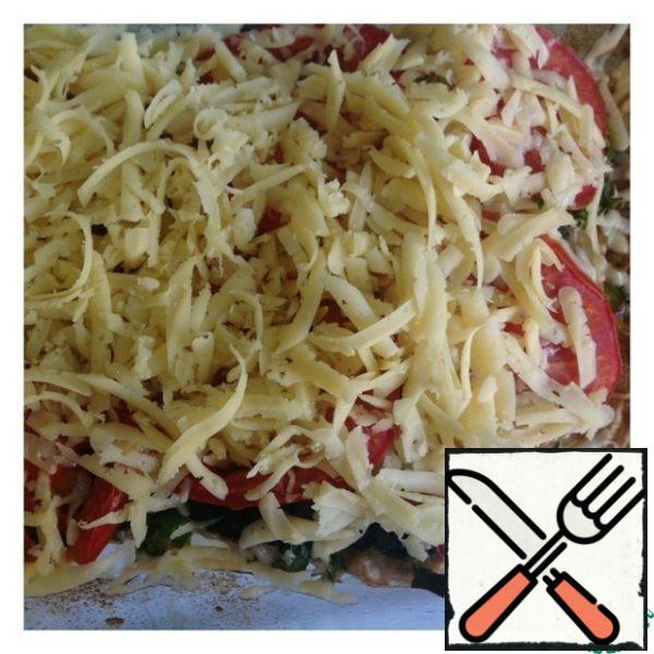 Then pull out the form with the fish and put the grated cheese on top. Put the mold in the oven again for 7-10 minutes.