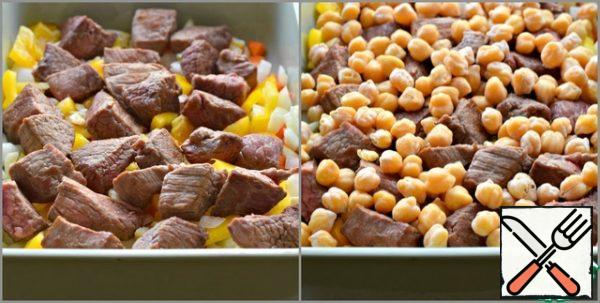 Spread the meat evenly on top. For meat-pre-boiled chickpeas (the weight of already boiled chickpeas is given).
