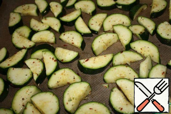 Cut the zucchini into half rings, then I put them in a bag and mix with the butter. Preheat the oven to 200 degrees. and bake the zucchini for about 15 minutes.