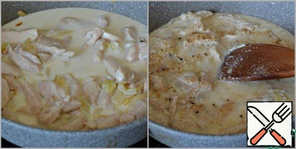 Reduce the heat to moderate, pour the cream into the pan, stir, close the pan with a lid and simmer the chicken fillet in the cream for 13-15 minutes.then remove the lid. Stir and add a little salt to the dish. With salt carefully, the cheese is also salty. Season with your favorite seasonings. I use Adyghe salt, so I don't use spices.