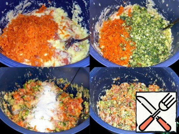 Carrots and broccoli crushed. I added pepper, salt, dry dill and semolina. Minced meat mixed well.