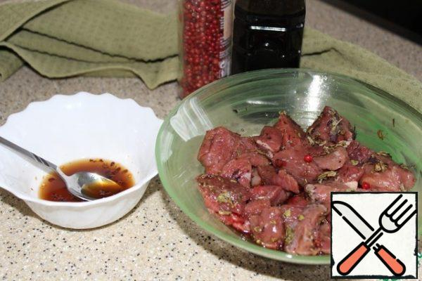 In a bowl, prepare a marinade of soy sauce, cognac, lemon juice, crushed Basil, broken into pieces of hot pepper, pink pepper grains, sugar and a couple of pinches of salt, mix well until the salt and sugar are completely dissolved. Pour into the meat, mix, and let stand under the lid in the refrigerator for a couple of hours.