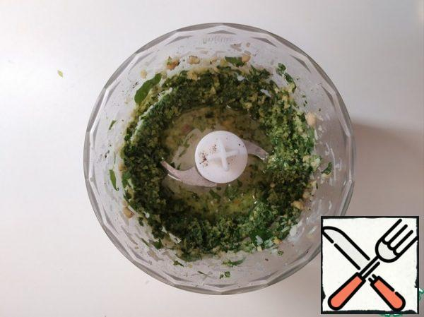 Then start gradually, with tablespoons, add olive oil and continue to grind.