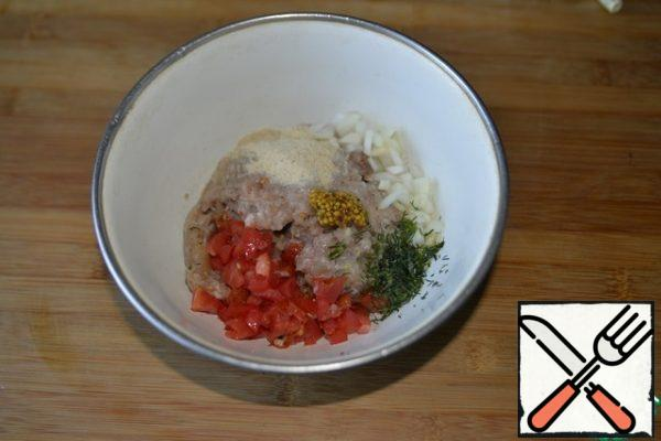 For cooking, take Turkey minced meat, add finely chopped onion, finely chopped tomato (lightly squeeze the liquid), breadcrumbs, salt, ground pepper mixture, mustard, chopped dill.