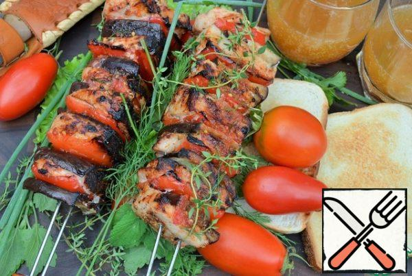 Serve with vegetables and herbs to Your taste. The skin of peppers and eggplant is slightly charred, but it is easily removed, and there is a juicy baked pulp under it.