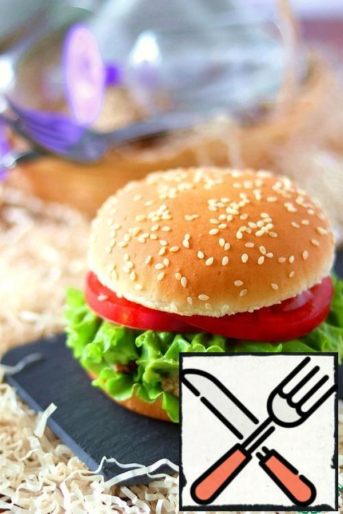Close the upper part of the hamburger buns.