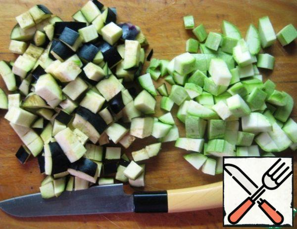 Filling: zucchini and eggplant cut into small cubes.