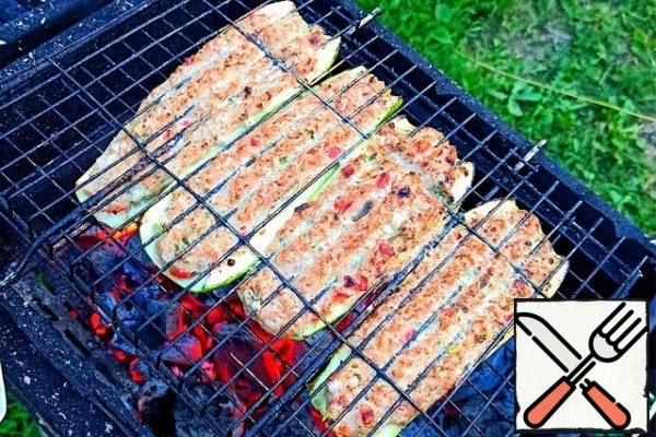 In high heat (even better with fire, just watch carefully), fry the side with minced meat, until a crust forms.