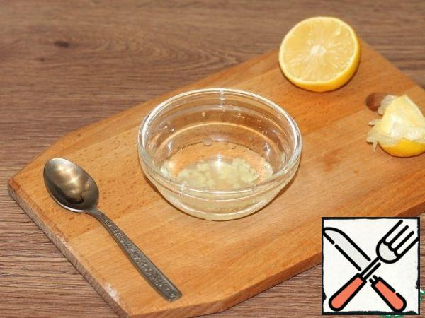 Squeeze the lemon juice.