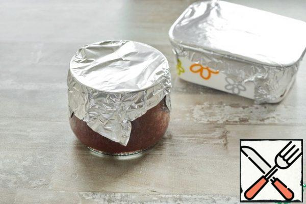 To prevent water from getting into the snack during cooking, close the cans tightly with foil.
