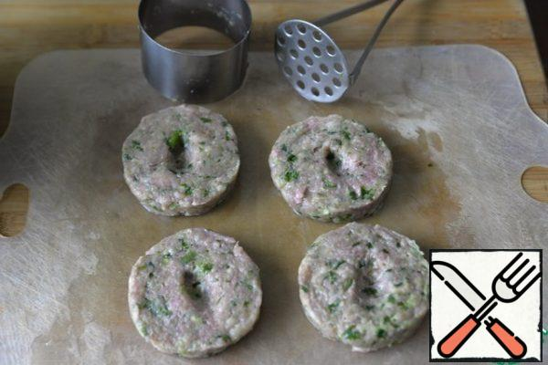 Since grilled meatballs are made without bread (crackers), I suggest greasing the Board with oil for forming. It is convenient to make neat cutlets using a cooking ring and a pusher. In ready-made cutlets, make a hole with your finger, then the cutlets will be juicier, the juice will accumulate in the hole.