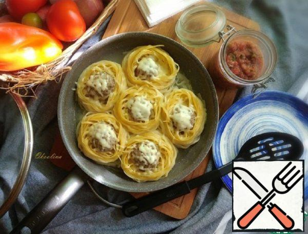 Nests with Minced Meat and Live Sauce Recipe
