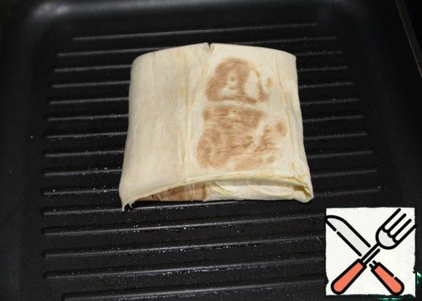"""I baked it at home on a grill pan. The pan can be greased with oil, or you can dry it. Put the envelope """"seam"""" down on a hot pan."""