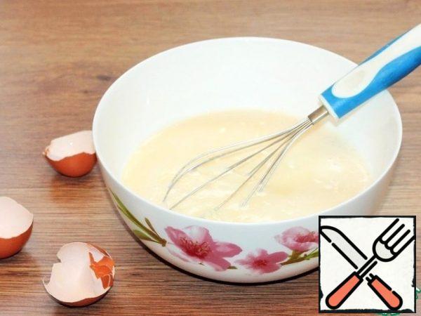 Whisk the chicken eggs with a pinch of salt. Add milk.