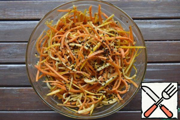 While the buns are being prepared, prepare the salad. Grate the zucchini and carrots into long strips. Add the crushed garlic clove, salt, a pinch of sugar, ground coriander, chili. Mix, rubbing the vegetables with spices with your hands. Heat the vegetable oil on the fire and pour it over the vegetables. Give the salad time to infuse. If desired, add sesame seeds to the salad.