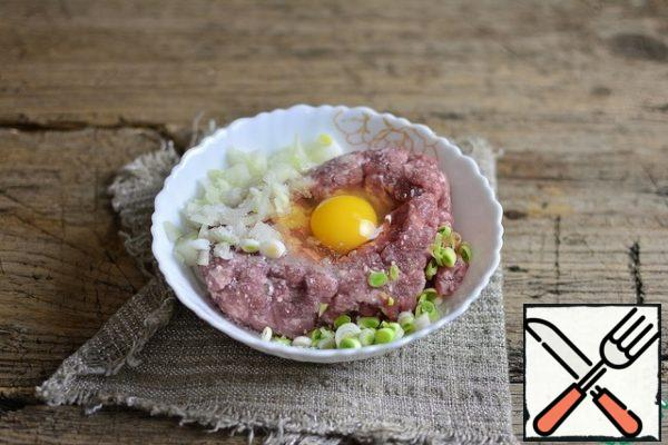 Add chopped onion, spices and salt to taste, and egg to the minced meat.