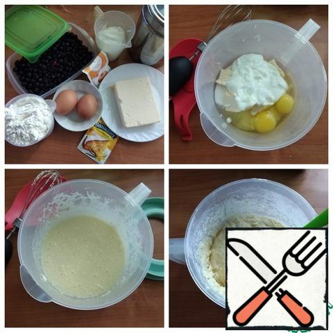 We prepare all the products for the pie. Butter and eggs should be removed from the refrigerator in advance, at least 2 hours in advance. I will use an electric whisk and a silicone spatula to knead the dough. We take the dishes where we will knead the dough. Put sugar, eggs, yogurt and soft butter in it. Cut the butter into small cubes. Whisk everything under whisk. Sift the flour, add baking powder and vanilla, again whisk together. The dough is thick (see photo). At the very end of the batch, I mixed a little more with a silicone spatula. The dough is ready. Visually divide it into 2 parts.