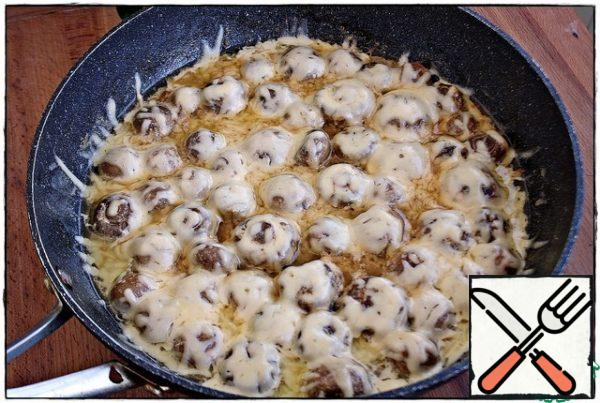 Our delicious mushrooms are ready!!! Serve with mashed potatoes, in your favorite cereal, with vermicelli or like me - just with a big spoon!!!