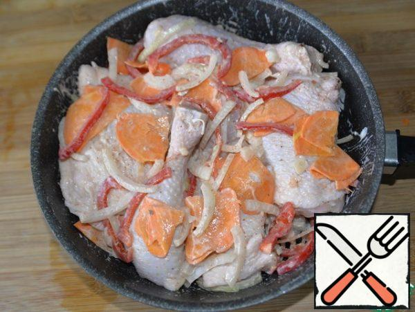 Marinated chicken pieces are mixed with vegetables and put in a baking dish, I have a frying pan.