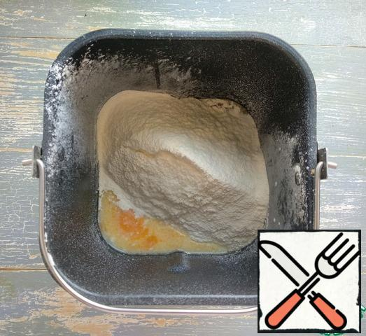 Sift the flour with the yeast.