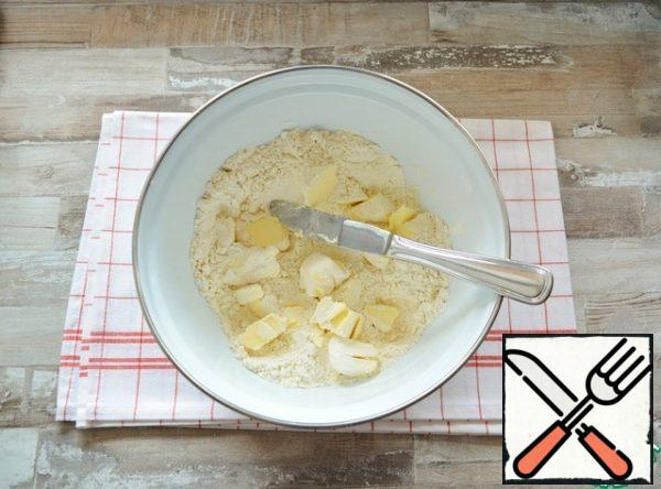 Chop the flour with a knife with cold butter into crumbs.