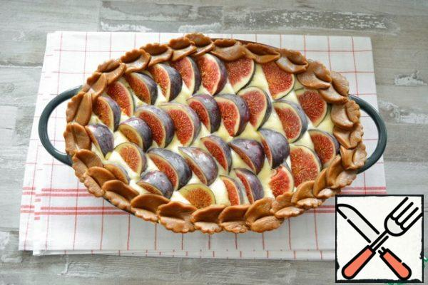 In this form, send the pie to a cold oven. Set the temperature to 110-120°C and bake the pie 1h20m - 1h30m. Do not raise the temperature, otherwise the souffle will burn on top, and the inside will remain raw.