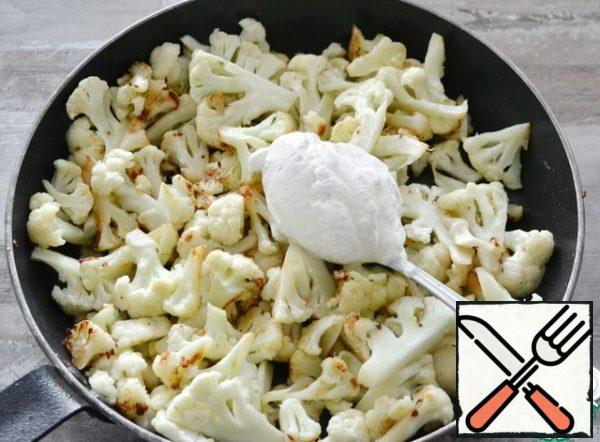 As soon as you realize that the cabbage is about ready and it has just 2-3 minutes left - add salt, sour cream, and mix. Cover and leave for 2-3 minutes.The amount of sour cream is approximate, you can add more. Fat content is also to your taste, I had 20%.