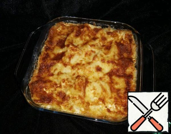 Cover the mold with foil and place in a preheated 200 °C oven. Bake the lasagna for ~20 - 25 minutes. !! THEN take out the form, remove the foil and bake the lasagna for another 10 minutes until the top is browned.