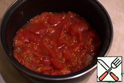 Pour boiling water over the tomato, leave for 30 seconds and remove the skin. Finely chop and add to the set aside onion.