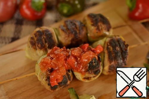Serve the sauce with baked pepper.