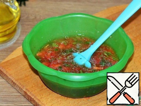 Then add 200 ml of water, tomato paste and vegetable oil, salt and pepper, mix. The sauce is ready!