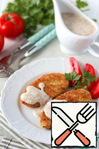 Pour the mushroom sauce over the hot cutlets. Garnish the dish with fresh vegetables.