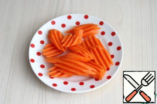 Chop carrots on a grater (do not mince).