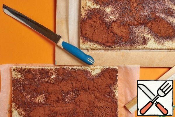 At the layers, carefully cut off the toasted edges and divide each into 3 strips 9 cm high. In the photo, the front side of the sponge cake, the one with sprinkles.