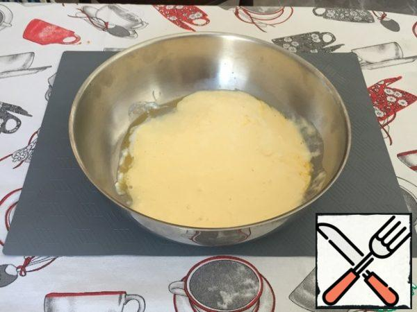 In a container for the dough, beat one egg, mix the protein with the yolk.