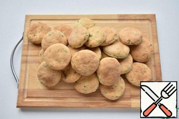 Place the prepared semi-finished rolls on a baking sheet lined with parchment paper. Bake in the oven, preheated to 200 degrees until browned (15 minutes)