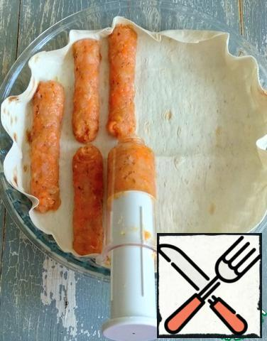 Using a pastry syringe or bag, without a nozzle, squeeze the sausages out of the minced meat.