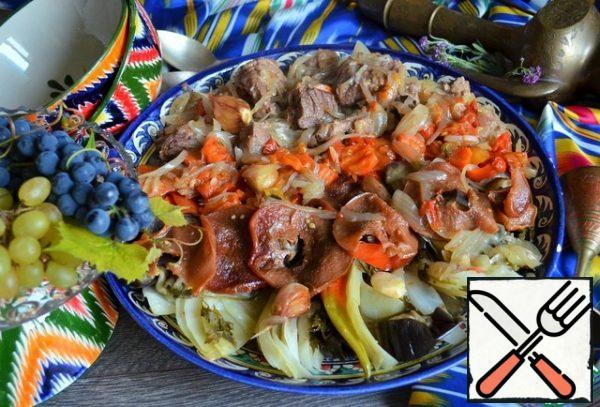 Remove the top cabbage leaves and place the vegetables in rows on the pan, from the cabbage to the meat. Serve hot.