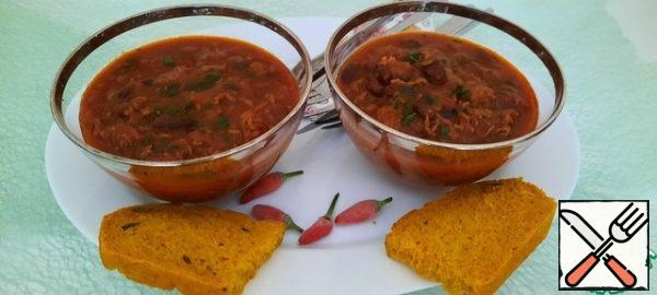 This coffee chili is served with corn bread with honey butter ( in the US) or with baguette (in European style), we ate with pumpkin bread. Of course, this is a high-calorie dish, but we do not eat this every day, sometimes on weekends you can pamper your family or surprise guests!!!