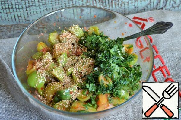 Chop coriander and dill with garlic, and fry sesame seeds. Add to salad bowl.