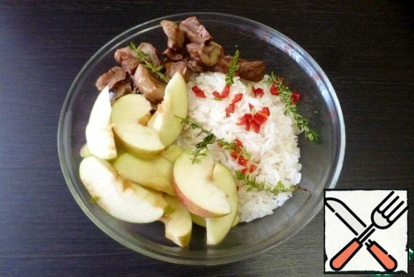 Cook the rice until it is half cooked. Peel the apples from the seeds and cut into slices. Mix rice, chestnuts, apples in a bowl, add finely chopped hot pepper, thyme sprigs. Add salt, a spoonful of olive oil and lemon juice, and mix well.