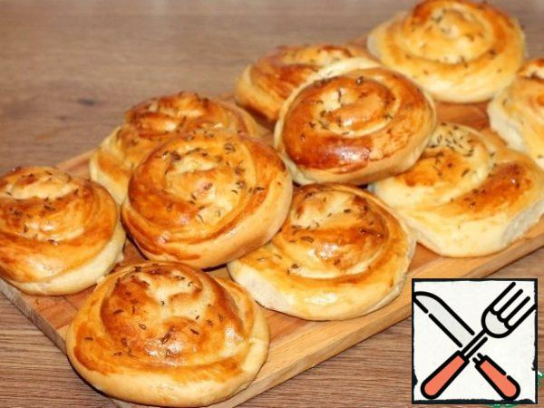 Bake the buns until Golden brown, ~ 35 minutes. Sprinkle the baked buns with water and cover with a dry towel.