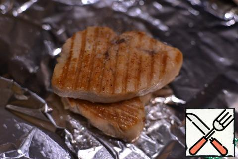 Fry the steak, salt, pepper to taste, let it cool in foil, then cut it lengthwise so that it is thinner, but this is a matter of taste.