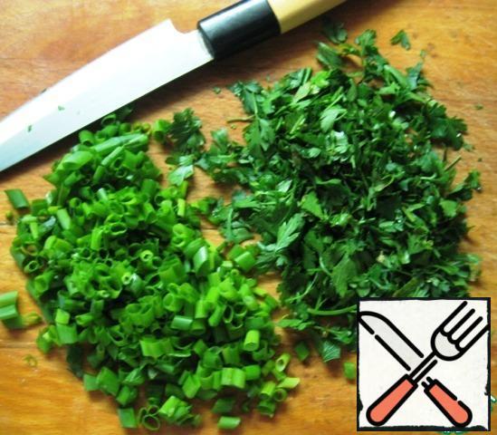 Finely chop the parsley and green onions.