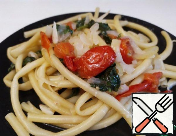 Spaghetti with Cherry Tomatoes and Spinach Recipe
