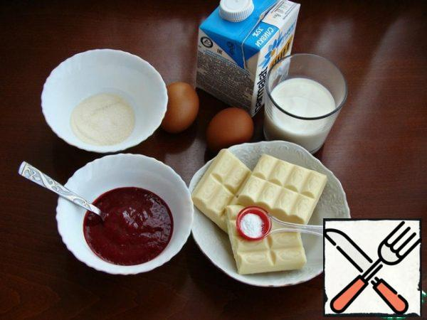 While the sponge cake cools, prepare the raspberry mousse. To do this, prepare the necessary ingredients. Cook raspberries ( fresh or frozen) in a saucepan for 5 minutes with 1 tsp of sugar. Punch with a blender and RUB through a sieve. Melt the white chocolate. Soak gelatin ( 10 g) in a small amount of water.